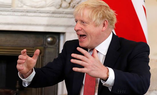 وزيرة بريطانية مستقيلة تتهم جونسون بإثارة العنف بالبلاد