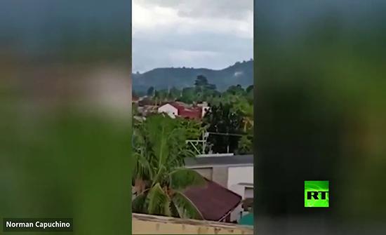 شاهد : لحظة تحطم طائرة في منتجع سباحة بالفلبين