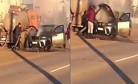 بالفيديو.. رجل ينقذ سيارته من حريق مروع بطريقة لم تخطر على البال