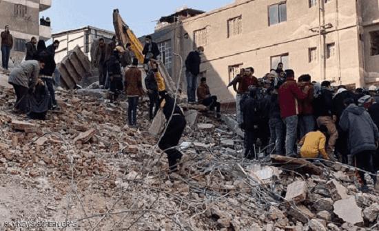 مصر: انتشال عائلة على قيد الحياة من العقار المنهار