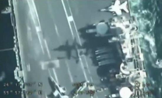 """الحرس الثوري  ينشر فيديو """"دقيقا"""" لتحركات حاملة طائرات أمريكية في الخليج .. بالفيديو"""