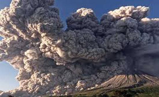 فيديو .. ثوران بركان سينابونج في إندونيسيا