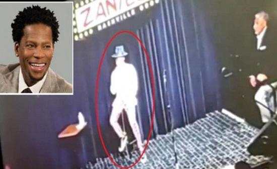 شاهد ما حدث لممثل أمريكي على المسرح بسبب (كورونا)