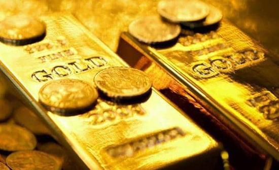 الذهب ينخفض بفعل بيانات أميركية