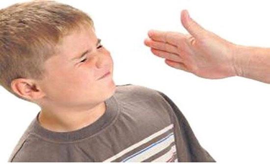 """الأمن يبرئ """"والد"""" من سوء معاملة ابنه"""