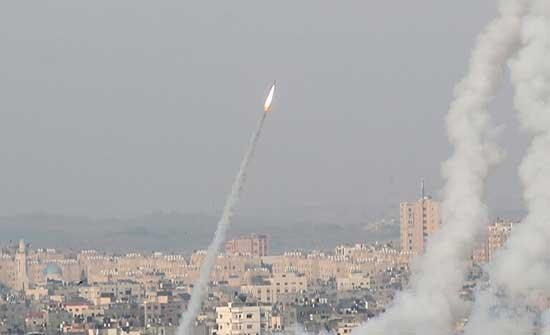 بالفيديو : الفصائل الفلسطينية توجه ضربات صاروخية نحو القدس وسديروت و تل أبيب وعسقلان
