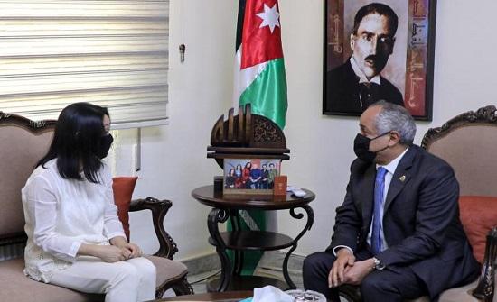 وزير الثقافة يلتقي ممثلة منظمة اليونسكو في عمان