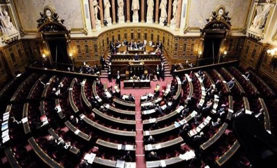 زعيم الأقلية الديمقراطية بمجلس الشيوخ يدرس اللجوء لحالة الطوارئ لالتئام المجلس