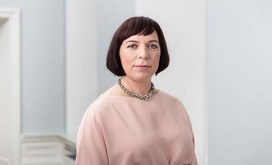 استقالة وزيرة إستونية أوصلت أولادها بسيارة الحكومة