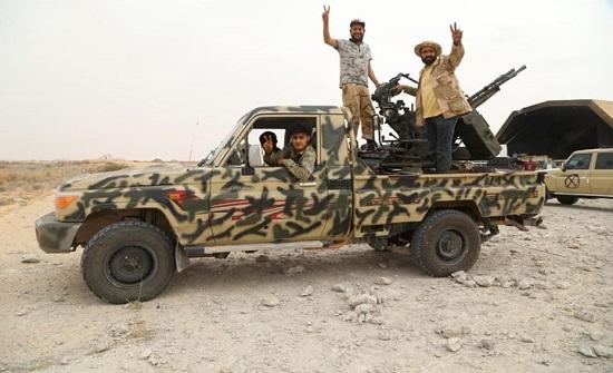 الجيش الليبي يستهدف قوات حفتر بسرت ويطلق نداء لأعيانها