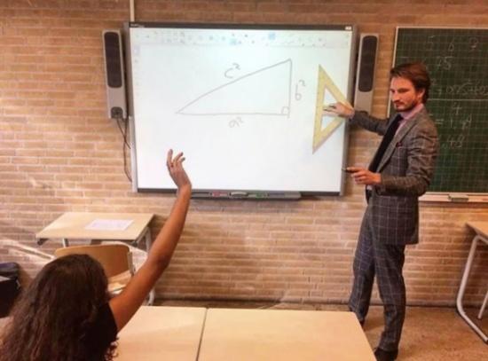 بالصور.. مدرس رياضيات يشعل الإنترنت بوسامته وجاذبيته!