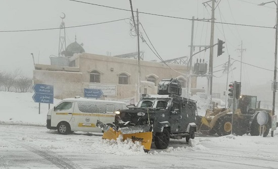 صور وفيديو : شاهد آليات الامن تكافح الثلوج