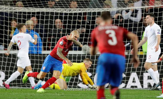 بالصور: التشيك تسقط إنجلترا بالضربة القاضية