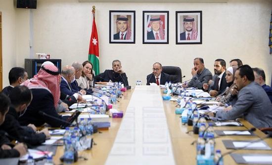 اللجنة المالية النيابية تناقش موازنة وزارة الصناعة والدوائر التابعة لها