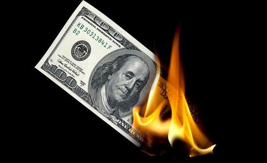 حتى النقود لم تسلم من أذى كورونا.. الوباء أحرق العملات!