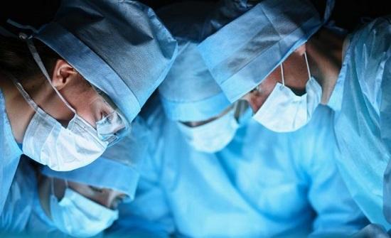 نجاح أول عملية جراحية للأوعية الدموية العصبية باستخدام الروبوت في كندا