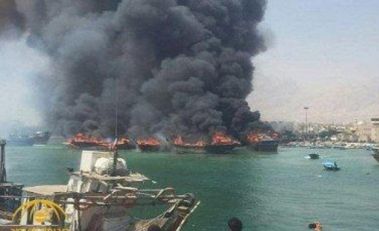 اندلاع حريق في ميناء بوشهر جنوب إيران واشتعال النيران في 7 سفن .. بالفيديو