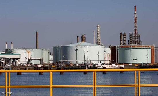 أسعار النفط تهبط لكنها بصدد تحقيق أكبر مكسب أسبوعي