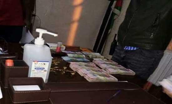 سائق تكسي اردني يعثر على 28 ألف دينار كويتي