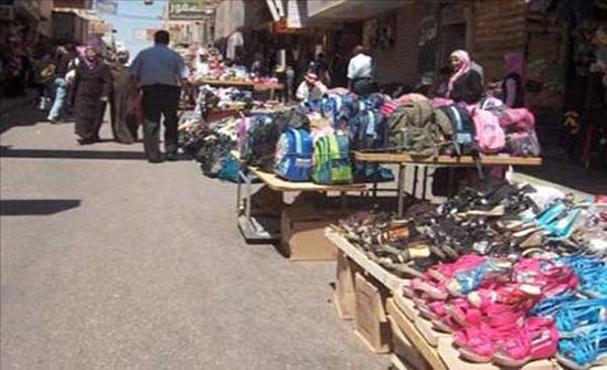 فرق أمانة عمان تنذر منشآت وتزيل بسطات مخالفة