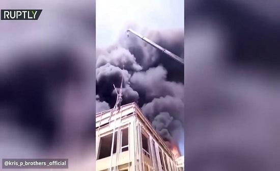 بالفيديو.. حاصره الحريق فهرب منه بطريقة هوليودية