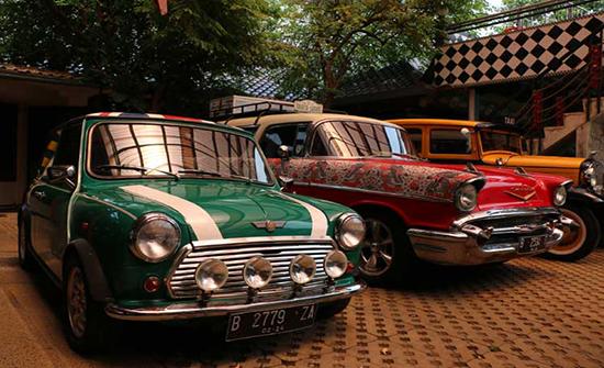 إندونيسيا.. معرض سيارات كلاسيكية يعود بزواره للماضي