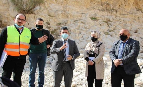 وزير المياه والري يتفقد أعمال صيانة الخط الناقل لوادي الهيدان