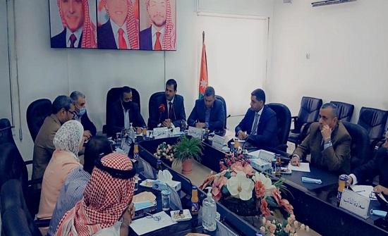 صور : لجنة التعليم والشباب النيابية تلتقي مجلس محافظة العقبة