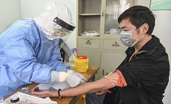 بارقة أمل جديد.. علاج 5 مصابين بكورونا بدم مرضى تم شفاؤهم في الصين