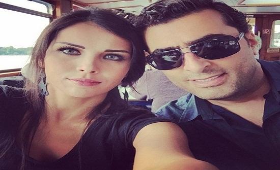 باسم ياخور يسخر من زوجته بصورة طريفة وهي تردّ (فيديو)