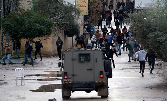 الاحتلال يعتقل سيدة وابنتها خلال اقتحام بلدة يعبد .. بالفيديو