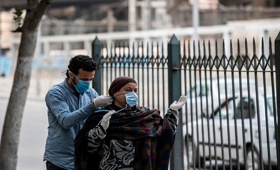 صينيون يشوون ثعابين بمصر ويثيرون جدلا.. والأمن يتدخل (شاهد)