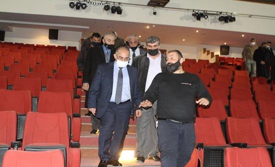 وزير الثقافة: لجنة فنية لحل مشكلة تسرب المياه لمسرح إربد