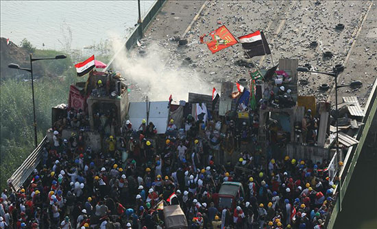 بالفيديو : العراق.. مقتل متظاهر وإصابة نحو 70 في بغداد