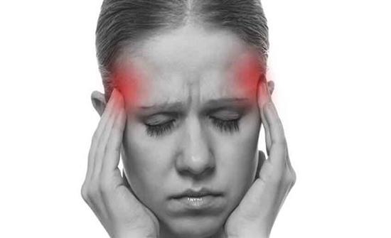 الكمادات الباردة علاج لبعض أنواع الصداع