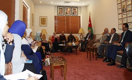 الرزاز يلتقي رئيسة وأعضاء ملتقى البرلمانيات الأردنيات