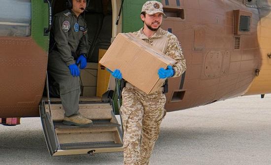 بالصور : ولي العهد يشارك الجيش بتوزيع مساعدات عينية في إربد