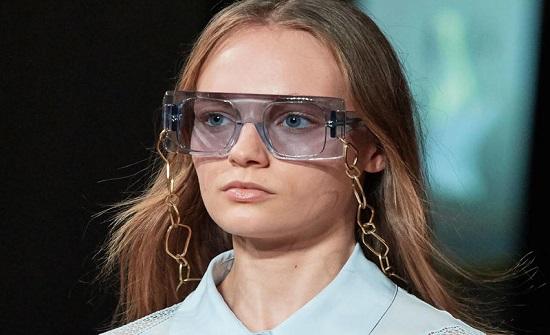 أبرز صيحات نظارات شمسية موضة 2020 بحسب شكل الوجه