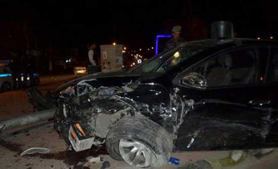 3 إصابات إثر تدهور مركبة على طريق المطار