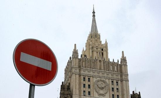 روسيا تطالب 10 موظفين في السفارة الأمريكية مغادرة أراضيها حتى نهاية اليوم