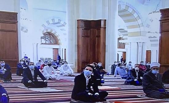 ولي العهد يشارك جموع المصلين أداء صلاة الجمعة