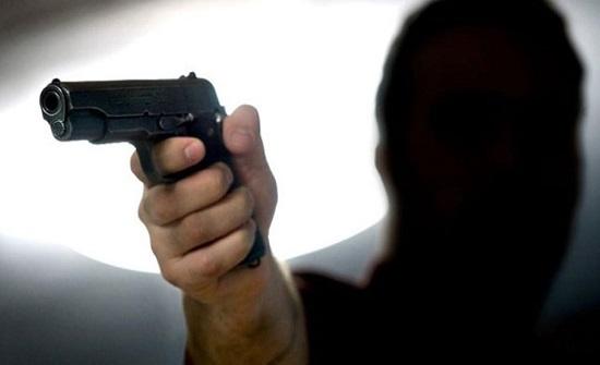عمان : ملثم يسلب 2500 دينارا من محل صرافة
