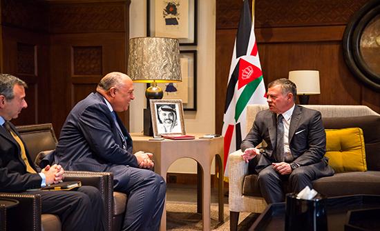 الملك يستقبل وزير الخارجية المصري