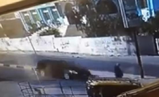 بالفيديو : شاهدوا لحظة دهس مسن في الزرقاء