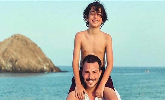 باسل خياط يقضي إجازته برفقة نجله على أحد الشواطئ