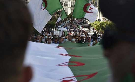 مسيرات الحراك تنتقل إلى خارج العاصمة الجزائرية .. بالفيديو