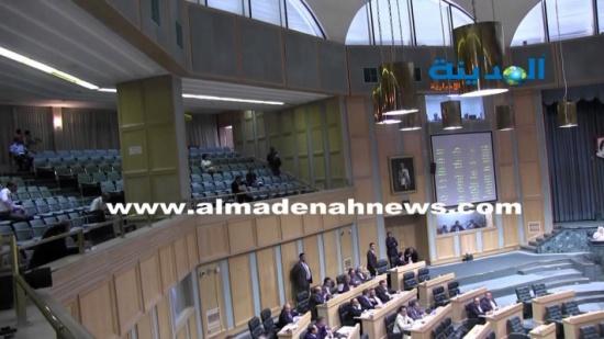 فحص كورونا  لجميع النواب والعاملين في المجلس