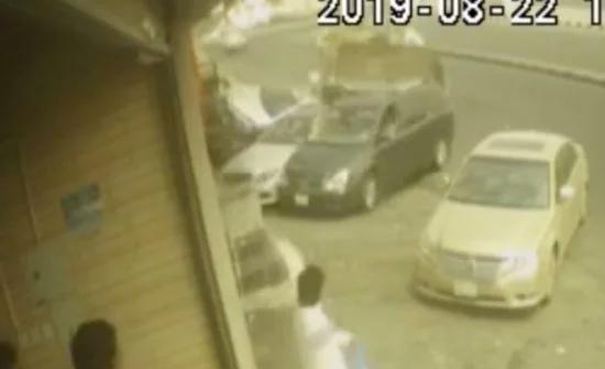 """فيديو : حادثة دهس """"جرافة """" لمركبات في السعودية"""