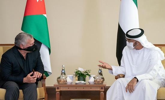 الملك يبحث مع ولي عهد أبوظبي العلاقات الأخوية بين البلدين والتطورات الإقليمية