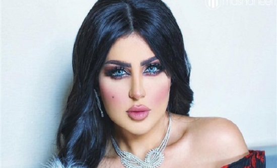 شاهد حليمة بولند تثير غضب الكويتيين بهاتف من الذهب الخالص